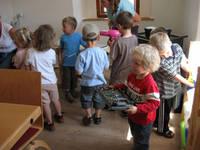 Foto mit spielenden Kindern