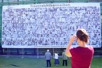 """Transparent """"frauensichtbarmachen"""" am Rathhaussaal Ebensee"""