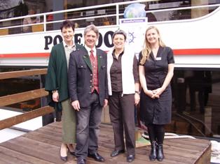 Eröffnung in Traunkirchen, mit Waltraud Staudinger, Bürgermeister Peter Aschenbrenner, Gertrude Piontek, Birgit Reja