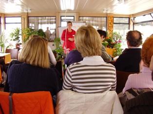 Maya Tilg bei Ihrem Vortrag