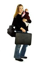 Frau mit Kind und Aktenkoffer