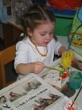 Mädchen beim Malen.