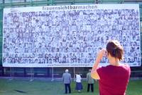 "Transparent ""frauensichtbarmachen"" am Rathhaussaal Ebensee"