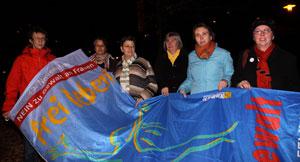 """6 Frauen aus Poitik und FFS halten die Flagge """"frei leben"""""""